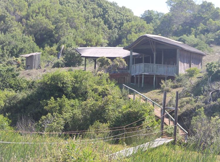 lodge on coastal reserve - 9