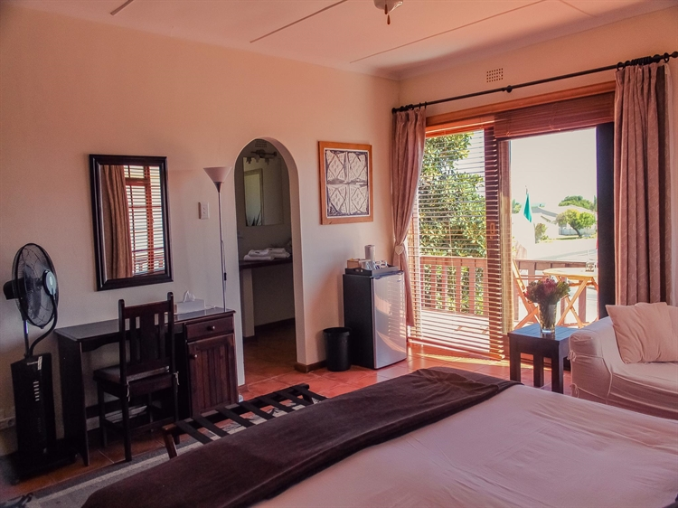 popular four star guesthouse - 8