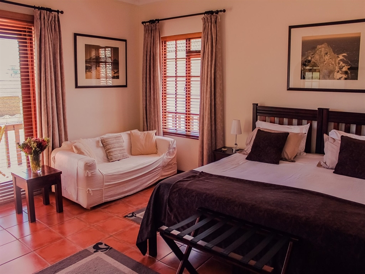 popular four star guesthouse - 9