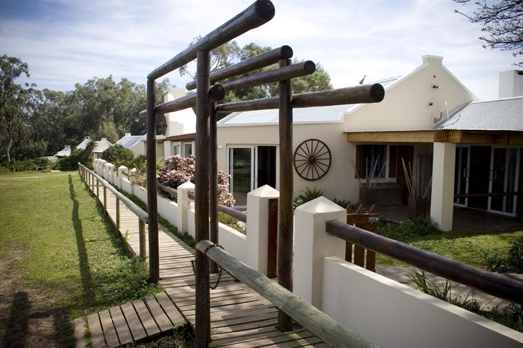 lodge on coastal reserve - 10