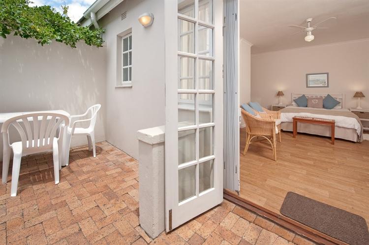 established guest house hermanus - 4