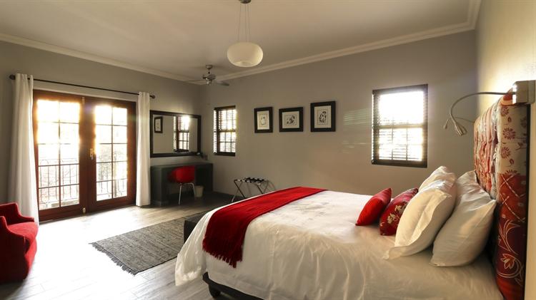 sixteen bedroom guest house - 11