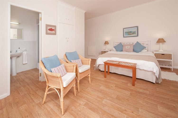 established guest house hermanus - 7