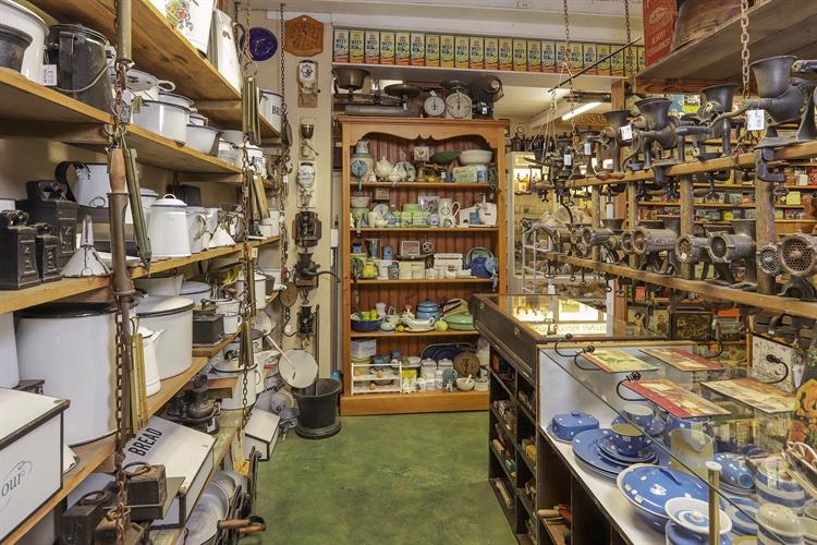 vintage collectible store hermanus - 6
