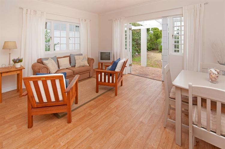 established guest house hermanus - 5