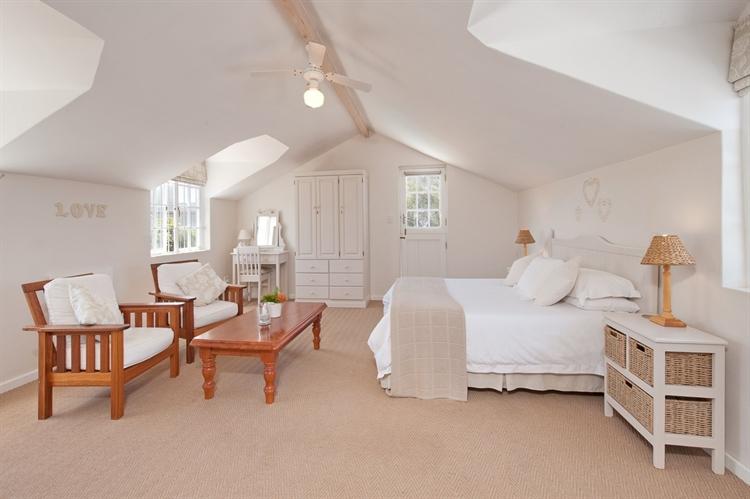 established guest house hermanus - 10