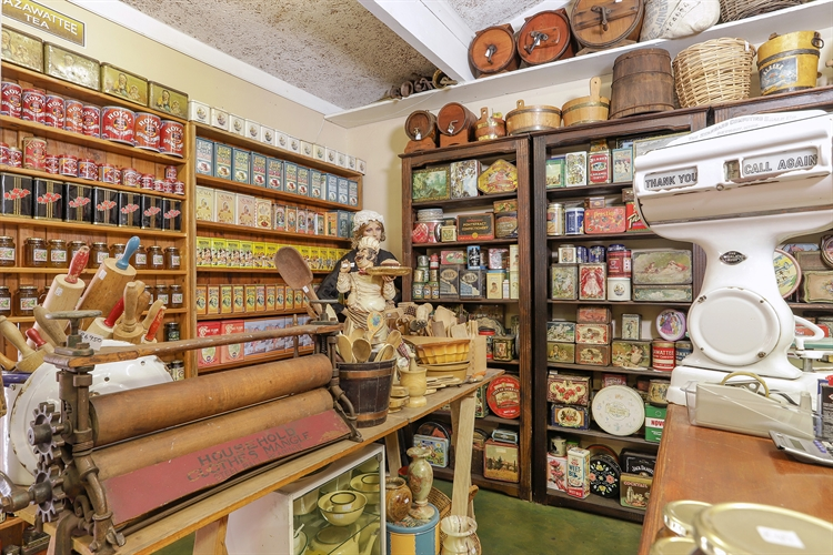 vintage collectible store hermanus - 5