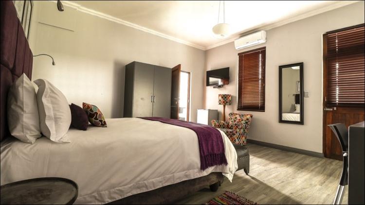 sixteen bedroom guest house - 8